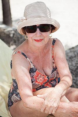 Lady im Urlaub - p045m1582737 von Jasmin Sander