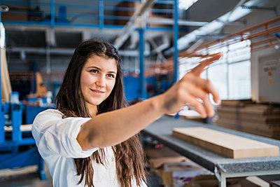 Deutschland, Haag, W22, Business, Industrie, Porträt - p300m2250917 von Daniel Ingold