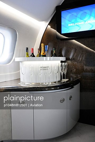 First class - p1048m812601 by Aviation