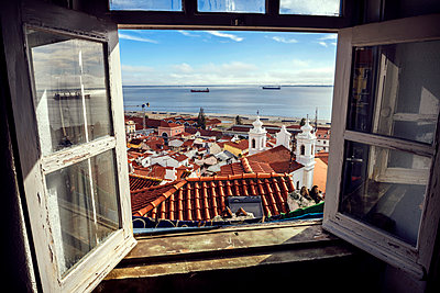 Portugal, Lisbon, view of Alfama neighborhood and River Tejo through open window - p300m999056f by klublu
