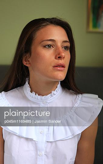Frau hat Sehnsucht - p045m1169485 von Jasmin Sander