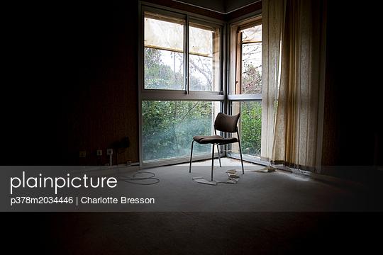 p378m2034446 von Charlotte Bresson