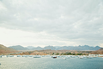 Egypt, Sharm el Sheikh, Ships on sea, remote mountain range and cloudy sky - p352m1186852 by Daniel Sahlberg