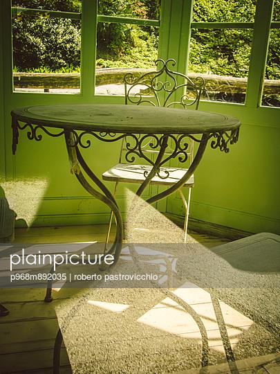 Green pavillion - p968m892035 by roberto pastrovicchio
