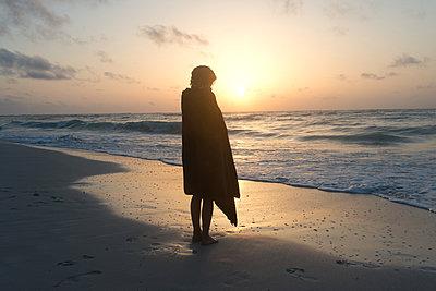 Mädchen am Strand - p1116m1217042 von Ilka Kramer