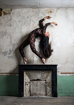 Female dancer with long black hair on mantelpiece - p1139m1502571 by Julien Benhamou