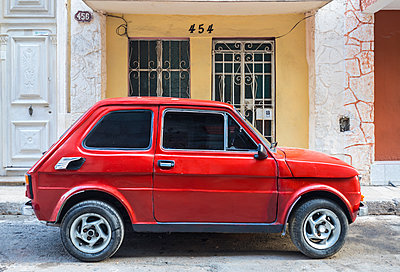 Parked red vintage car, Havana, Cuba - p300m2114363 by hsimages