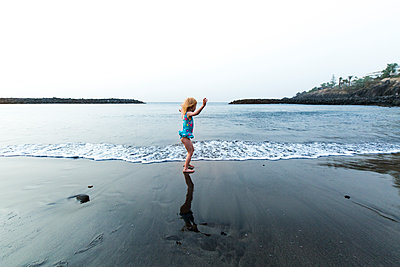 Girl playing at the seafront, Adeje, Tenerife, Canarian Islands, Spain - p300m2171008 by Irina Heß