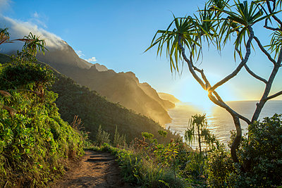 USA, Hawaii, Kauai, North Shore, Na Pali Coast - p651m2032350 by Christian Heeb
