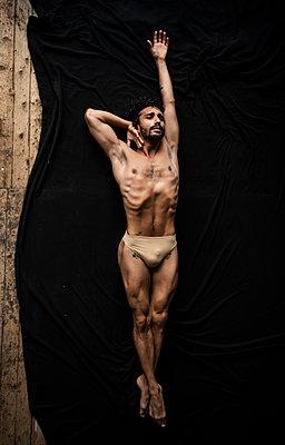 Ballet dancer - p1139m2210681 by Julien Benhamou