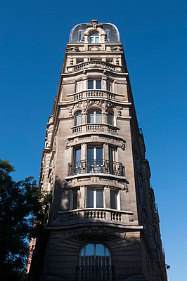 Apartment block in Paris - p178m792336 by owi
