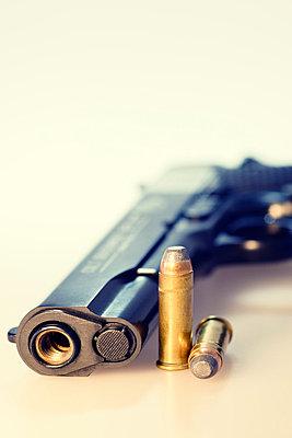 Pistole mit Patronen - p3300278 von Harald Braun