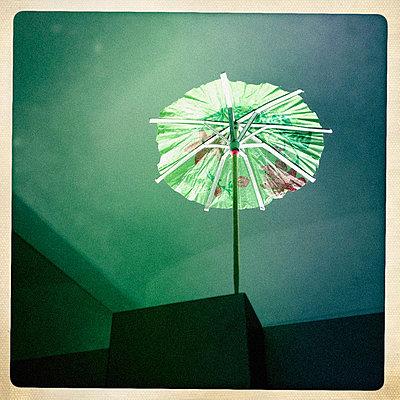 Umbrellaed - p586m767095 by Kniel Synnatzschke