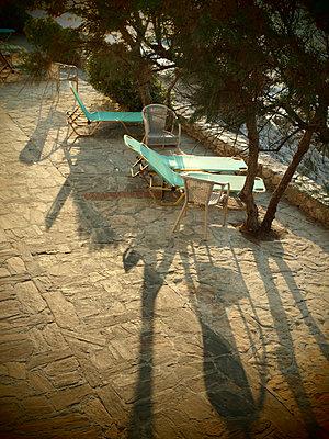 Sonnenplatz am Strand, Ikaria - p132m1057406 von Peer Hanslik
