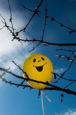 Smiley Luftballon - p451m1082870 von Anja Weber-Decker