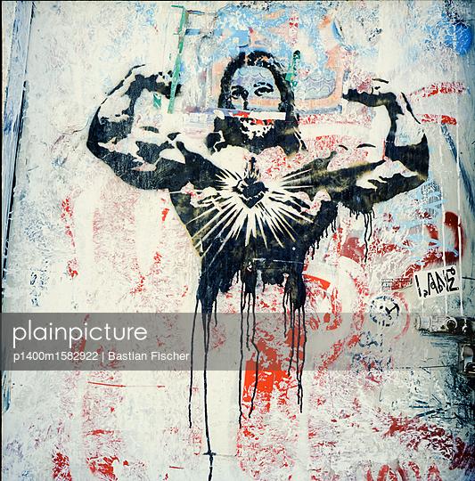Jesus-Graffiti in Bodybuilder-Pose - p1400m1582922 von Bastian Fischer