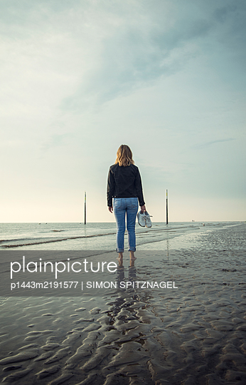 Woman on the beach - p1443m2191577 by SIMON SPITZNAGEL