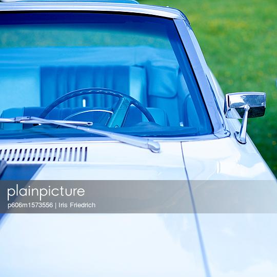 vintage car - p606m1573556 von Iris Friedrich