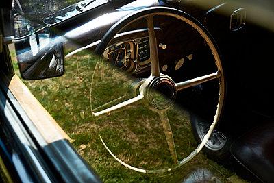 Detail of a vintage car - p300m2131751 von Bernados