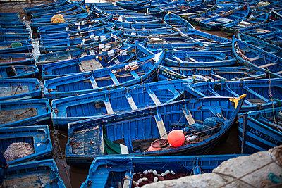 Im Hafen von Essaouira I - p941m907832 von lina gruen