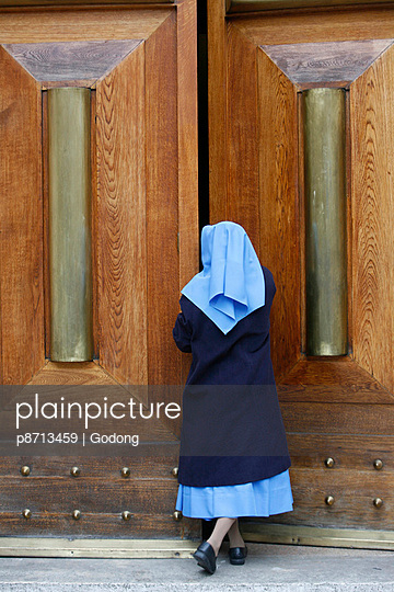 Catholic nun opening a door, Rome, Lazio, Italy, Europe