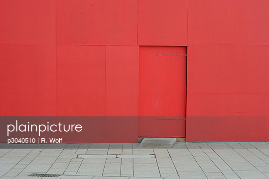 Red wall - p3040510 by R. Wolf
