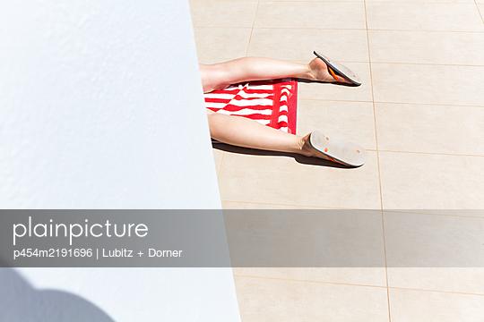 Sunbathing - p454m2191696 by Lubitz + Dorner