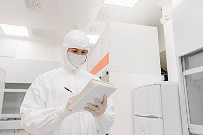 Scientist taking notes in laboratory - p300m2160134 by Hernandez and Sorokina