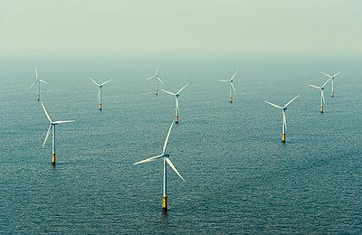 The OWEZ windfarm, IJmuiden, Noord-Holland, Netherlands - p429m2004584 by Mischa Keijser