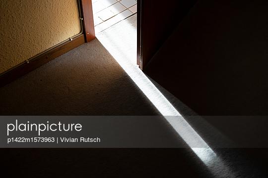 Lichtspalt - p1422m1573963 von Vivian Rutsch