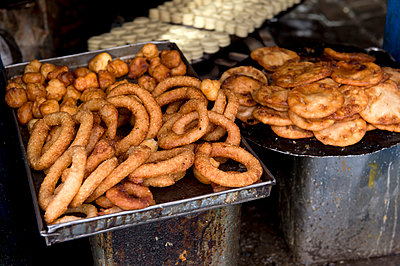 Straßenküche in Kathmandu - p949m948582 von Frauke Schumann