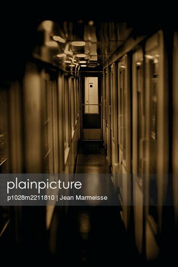 Train - p1028m2211810 by Jean Marmeisse