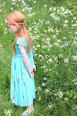 Melancholisches Mädchen - p045m1044152 von Jasmin Sander
