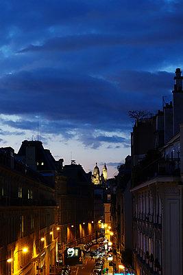 Montmartre bei Nacht - p1189m1218677 von Adnan Arnaout
