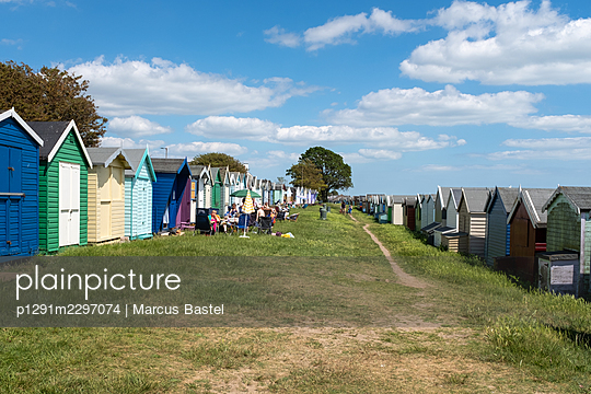 Great Britain, Mersea Island, Beach huts - p1291m2297074 by Marcus Bastel