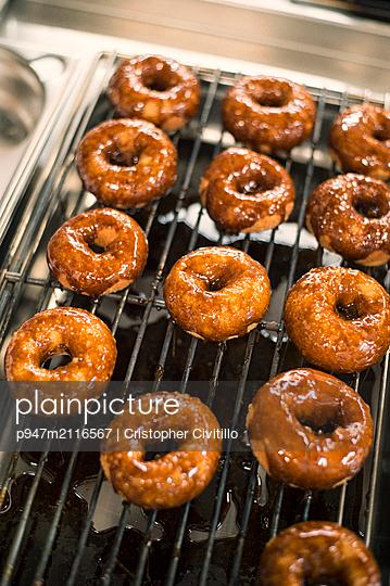 Donuts - p947m2116567 von Cristopher Civitillo