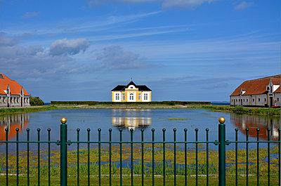 Palace garden, Denmark - p011m934324 by Daniela Podeus