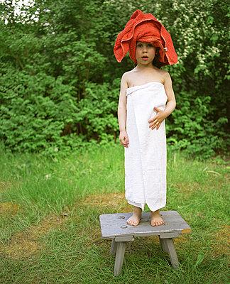 Kind nach dem Baden - p3530176 von Stüdyo Berlin