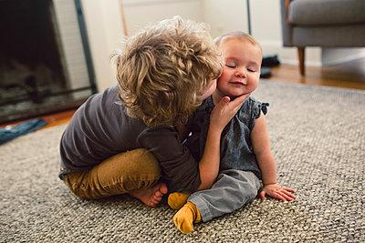 Großer Bruder, kleine Schwester - p1361m1332375 von Suzanne Gipson