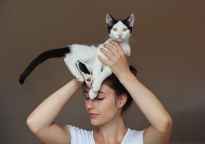 Tanz mit einer Katze - p1519m2124739 von Soany Guigand