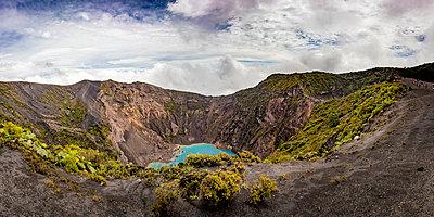 The volcano Irazu - p815m2172242 by Erdmenger