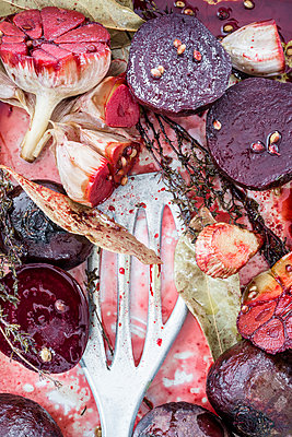 Beetroot dish close-up - p936m1161831 by Mike Hofstetter