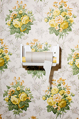 Finished toilet paper on wall with design - p426m1148033 by Kentaroo Tryman