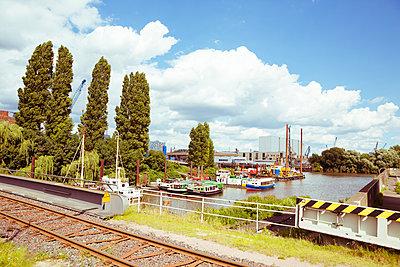 Hamburger Hafen-Idylle - p432m1465277 von mia takahara