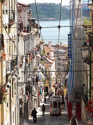 Funicular railway in Lisbon - p1499m2013683 by Marion Barat