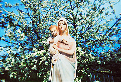Madonna In Front Of Flowering Cherry Tree, Spring  - p847m1529586 by Mikael Andersson