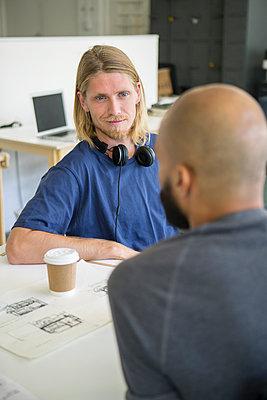 Männer im Gespräch - p1156m1572724 von miep