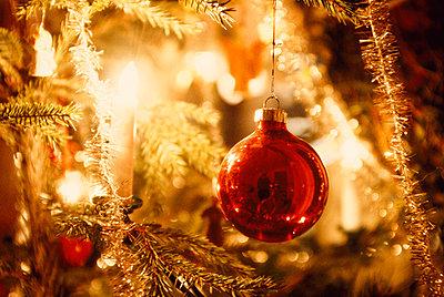 Christmas tree ball - p1418m1571475 by Jan Håkan Dahlström