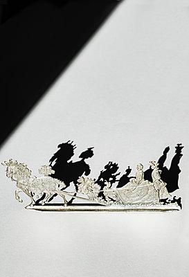 Off to the wedding - p1657m2288095 by Kornelia Rumberg