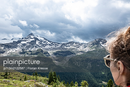 p713m2122587 by Florian Kresse